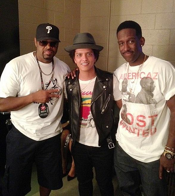 Boyz II Men and Bruno Mars Backstage at the iHeartRadio Music Festival