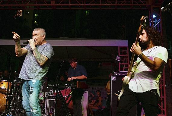 """Smash Mouth Performs at Flamingo GO Pool's Final """"Night Jams"""" Concert of the Season"""