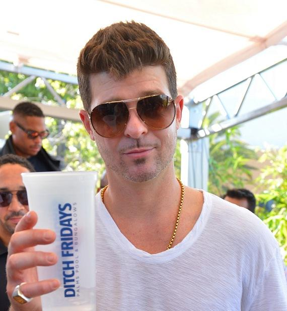 """Robin Thicke turns up the heat, taking off his suit jacket to unwind at Palms Pool after hot """"Ditch Fridays"""" performance"""
