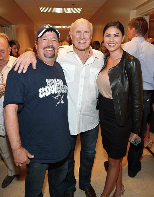 Hall of Fame NFL Quarterback Terry Bradshaw Performs at The Mirage