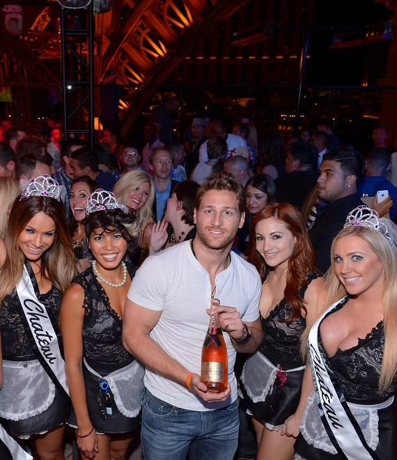 Juan Pablo Galavis with fans at Chateau Nightclub and Rooftop