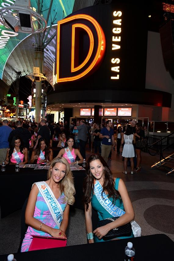 Miss TropicBeauty 2013 Linda Zimany of Hungary (L) and Miss TropicBeauty 2012 Ligia Hernandez of Venezuela