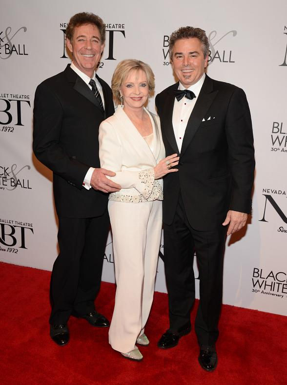 Mitzi Gaynor, Christopher Knight, Barry Williams, Claire Sinclair, Bella Electric Strings celebrate Florence Henderson as NBT's Woman of the Year
