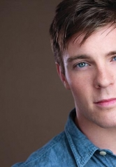 "Billy Harrigan Tighe announced as ""J.M. Barrie"" in the National Tour of ""Finding Neverland"" performing at The Smith Center Feb. 14-19"