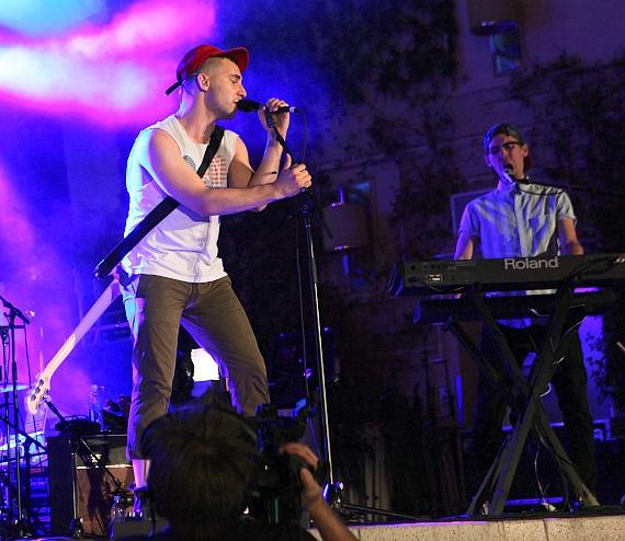 """Bleachers performs at Boulevard Pool as Part of """"Set Your Life to Music"""" Series at The Cosmopolitan of Las Vegas"""