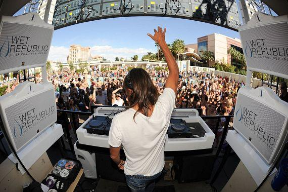 DJ Bob Sinclar delivers an impressive set at WET REPUBLIC in Las Vegas