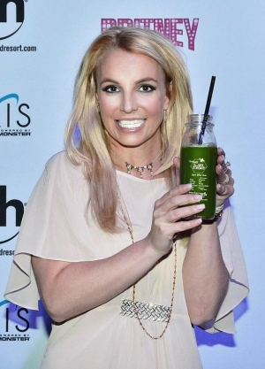 Britney Spears Pops Into the Juice Standard in Las Vegas to Pick Up Freshly-Pressed Juices