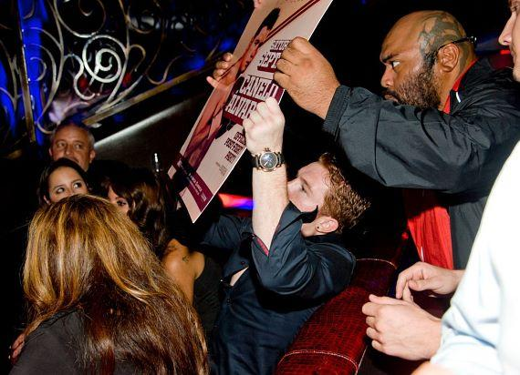 Saul 'Canelo' Alvarez signs autographs at LAX Nightclub