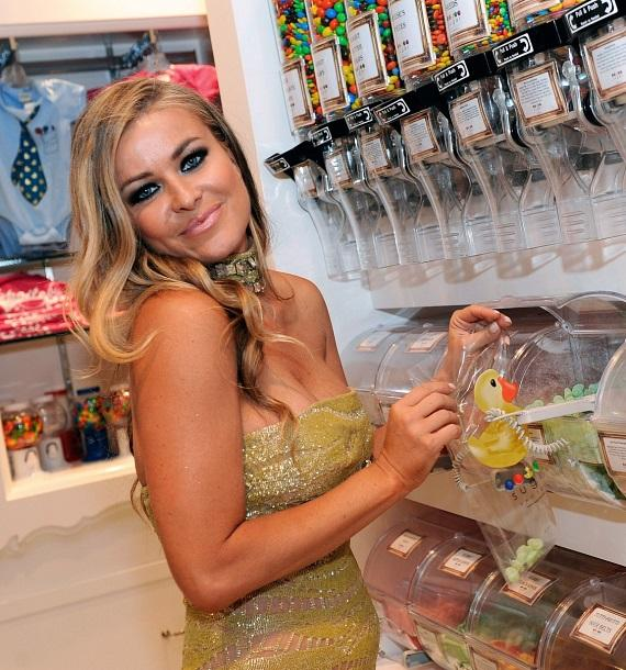 "Carmen Electra and Cast of ""Pretty Little Liars"" Dine at Sugar Factory American Brasserie at Paris Las Vegas"