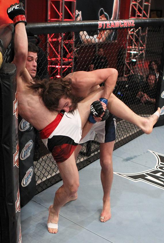 Michael Chiesa earns unanimous decision win over Jeremy Larsen in emotional victory