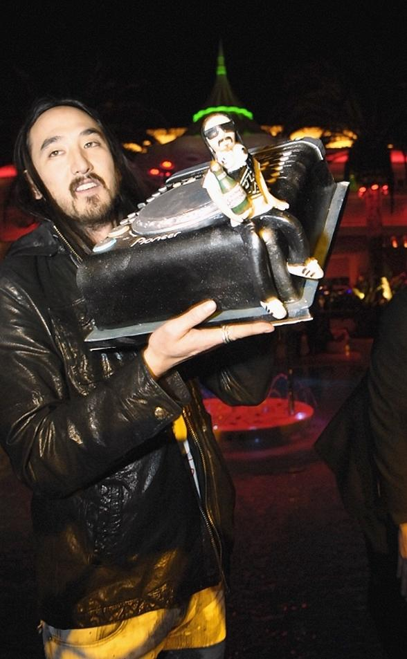 DJ Steve Aoki Celebrates Birthday at Surrender