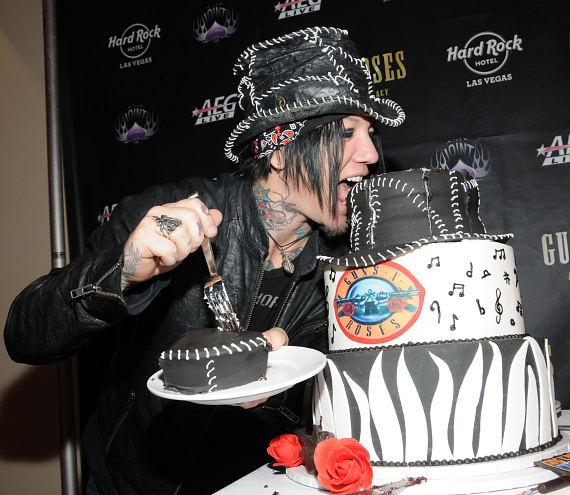 Gun's N' Roses guitarist DJ Ashba with birthday cake at The Joint