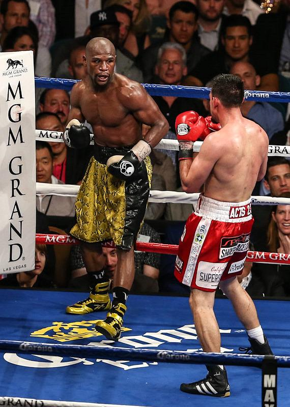 Mayweather vs. Robert Guerrero fight action