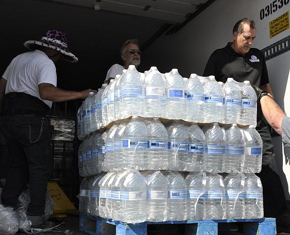 Smith's Donates 5,040 Gallons of Water to Southern Nevada Charities