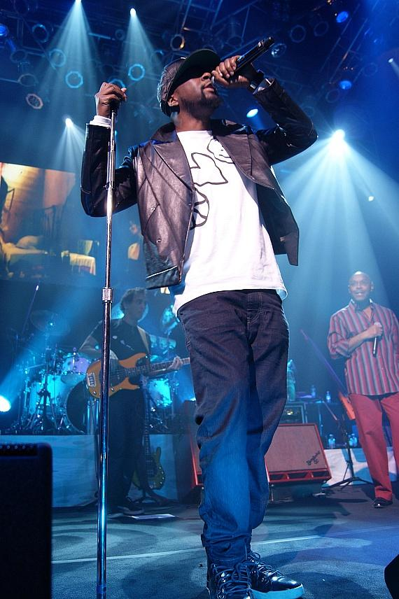 Wyclef Jean Joins Carlos Santana on Stage at House of Blues Las Vegas