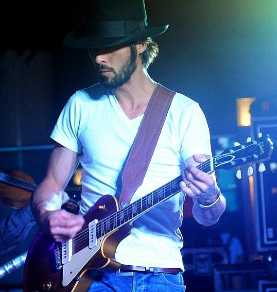 Ryan Bingham plays the Boulevard Pool at The Cosmopolitan of Las Vegas