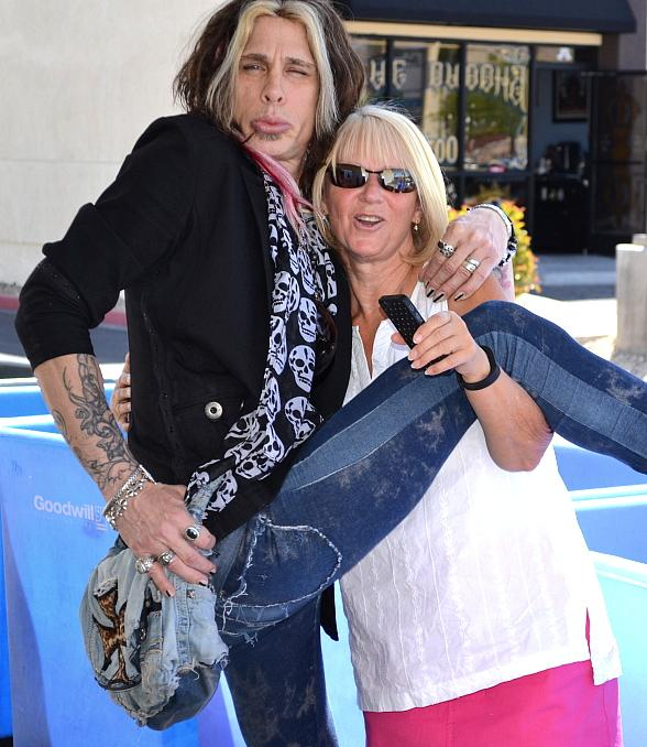 """Steven Tyler"" of Legends in Concert Surprises Goodwill Donors to Kick off Spring Cleaning Season"