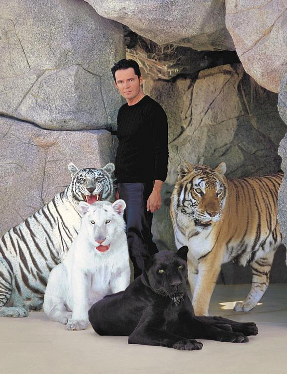 Master Magician Dirk Arthur Celebrates Return of Big Cats to The Strip with New Show Dirk Arthur's Wild Illusions!