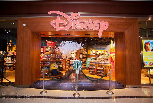 Disney Store Celebrates Grand Opening of Brand New Store in Las Vegas