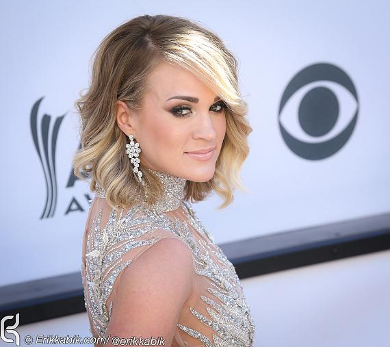 Singer-songwriter Carrie Underwood