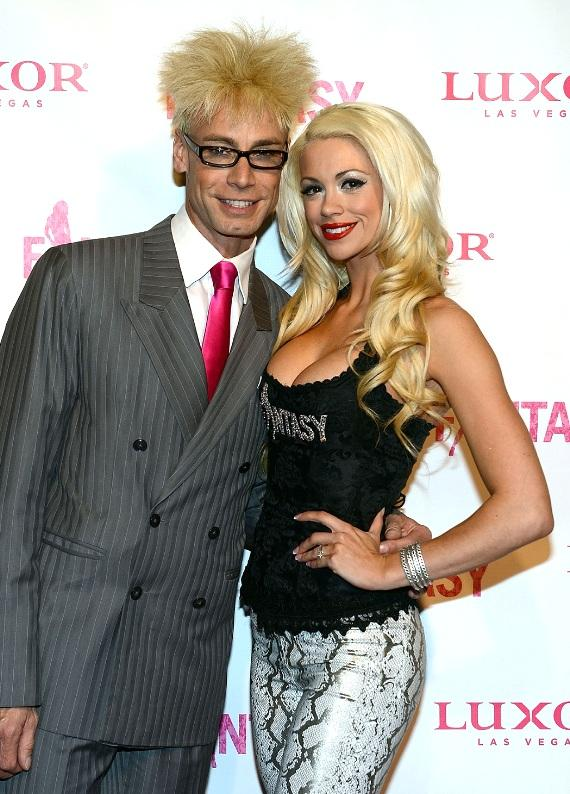 FANTASY's Chloe and husband, Murray SawChuck, on the pink carpet