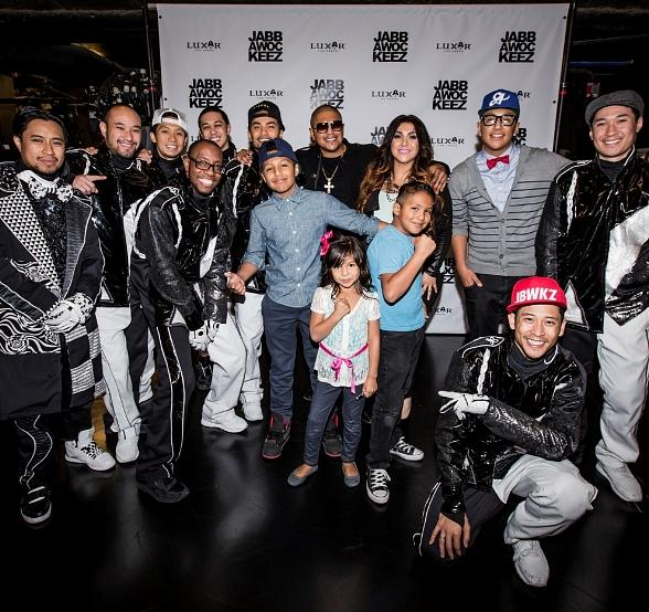 Fernando Vargas and family with cast of Jabbawockeez