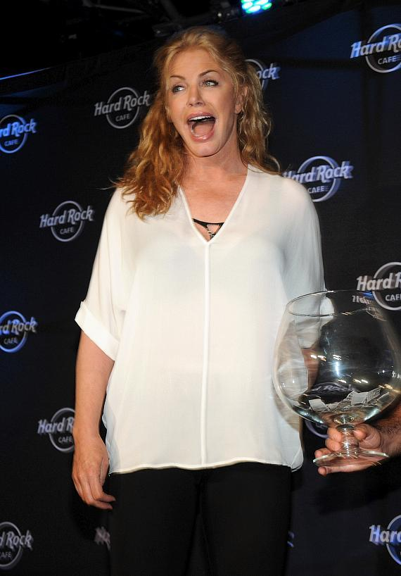 Shannon Tweed draws the name of the lucky winner