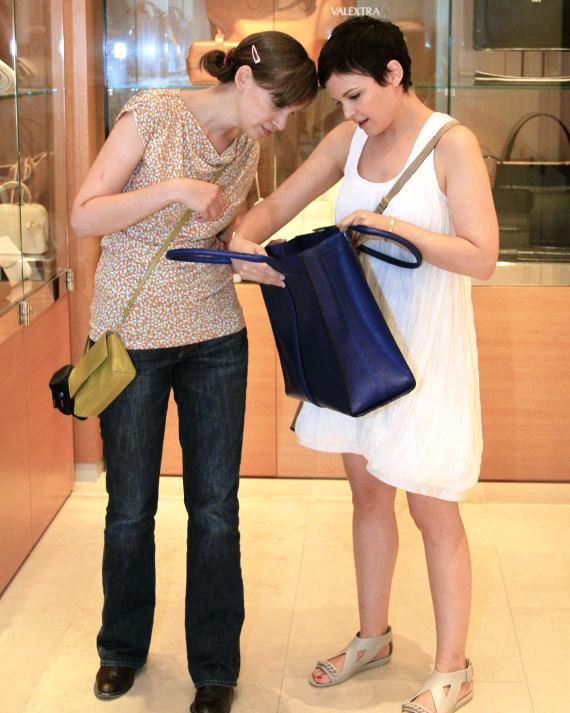 Ginnifer and sister Melissa shopping for totes at Barneys