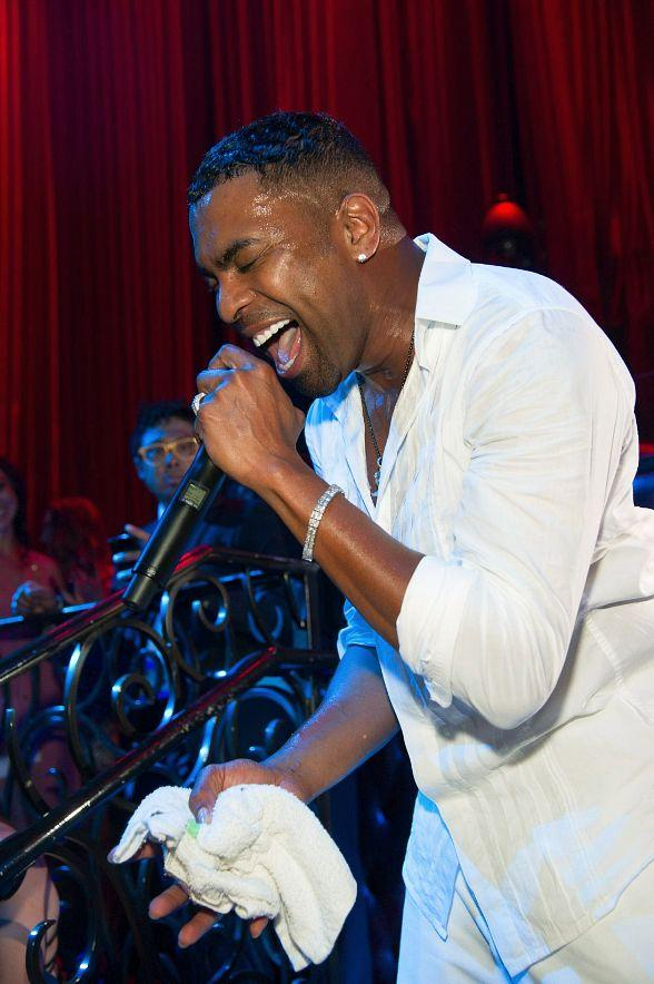 Legendary R&B Artist Ginuwine puts on Unforgettable Performance at LAX Nightclub