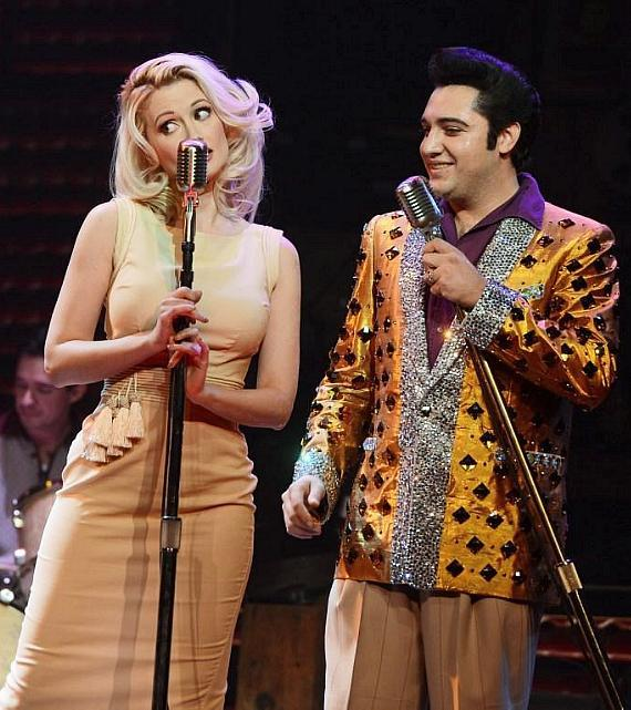 "Holly Madison performs duet with ""Elvis"" in Million Dollar Quartet"