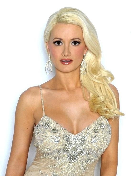Holly Madison Joins Hard Rock Cafe to Donate to The Animal Foundation April 23
