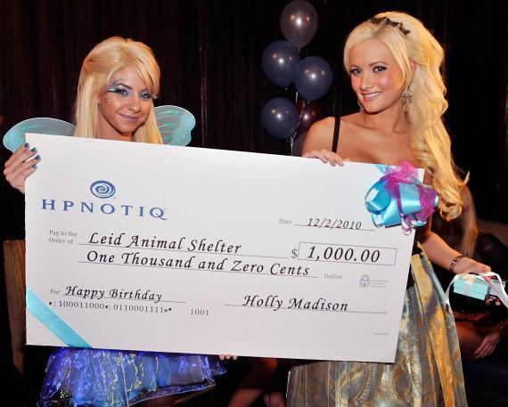 Hpnotiq presents Holly with $1000 check in her name for the Lied Animal Shelter