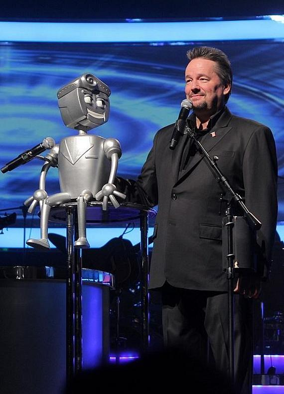 Rusty the Robot with Terry Fator