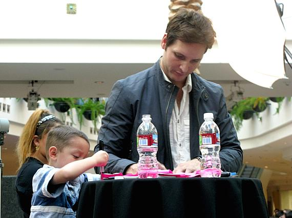Peter Facinelli at Galleria at Sunset