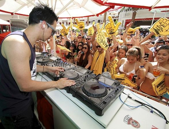 Laidback Luke Keeps the Electronic Music Party Going at Encore Beach Club