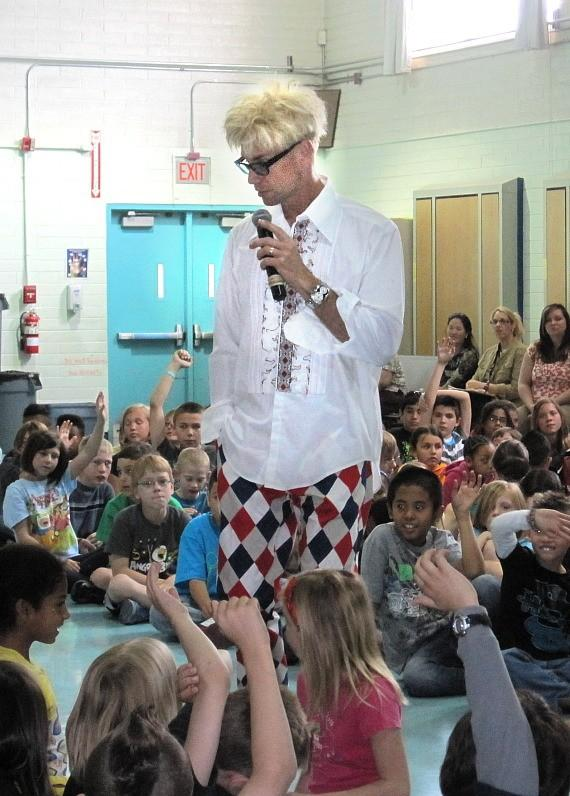 Murray talks with Lomie G. Heard Elementary School students