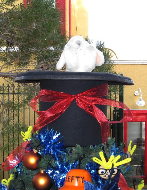 Animated tree topper - a top hat with a rabbit popping in and out
