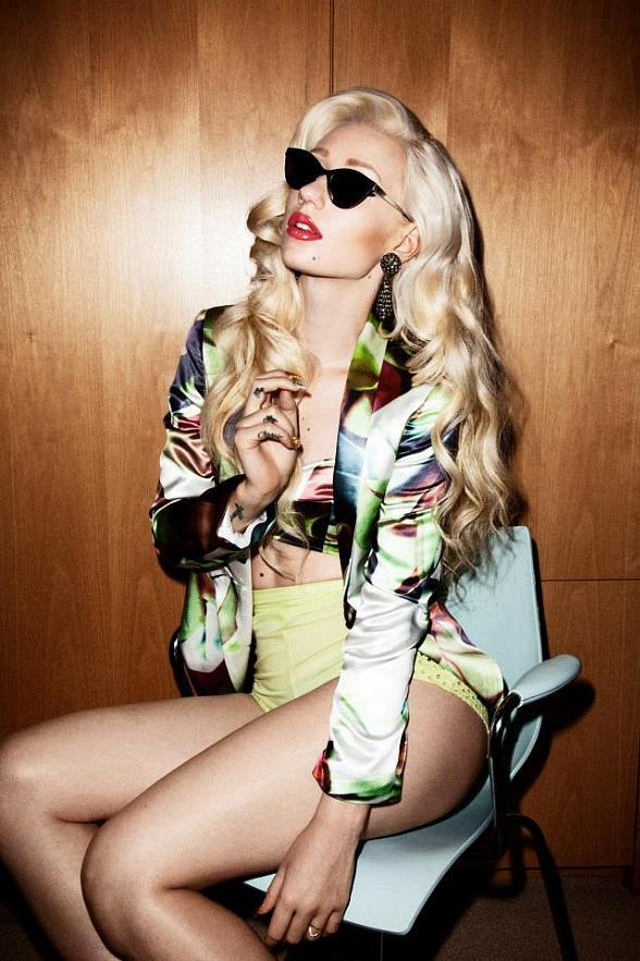 Sexy Hip-hop Artist Iggy Azalea to Perform at Moon Nightclub in Palms Casino Resort Dec. 30