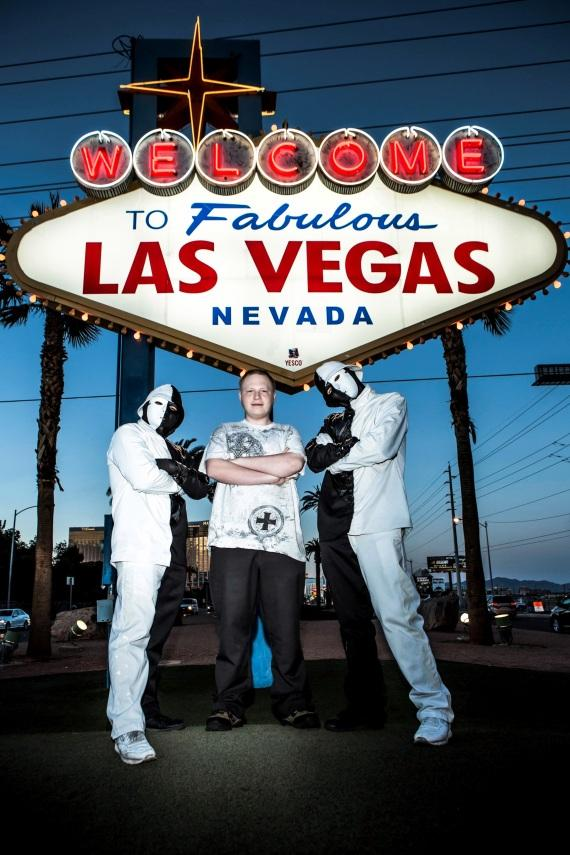 Jabbawockeez and Davien at the Welcome to Las Vegas sign