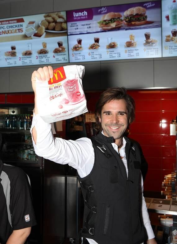 Magician Jan Rouven at Metro McDonald's in Las Vegas