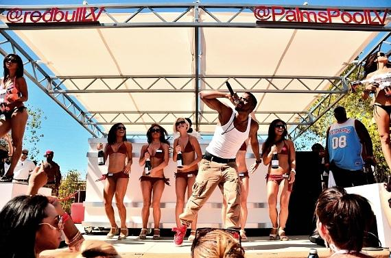 Jason Derulo performs at Ditch Fridays