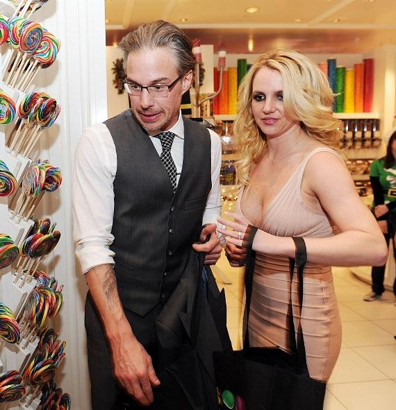 Jason Trawick and Britney Spears pick out goodies for her sons at Sugar Factory