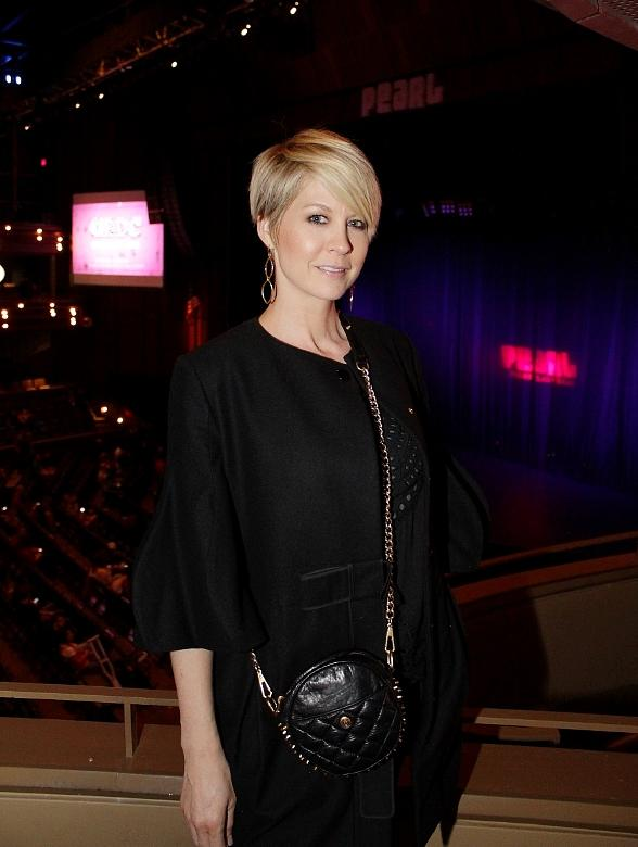 Jenna Elfman attend Louis C.K.'s show at The Pearl