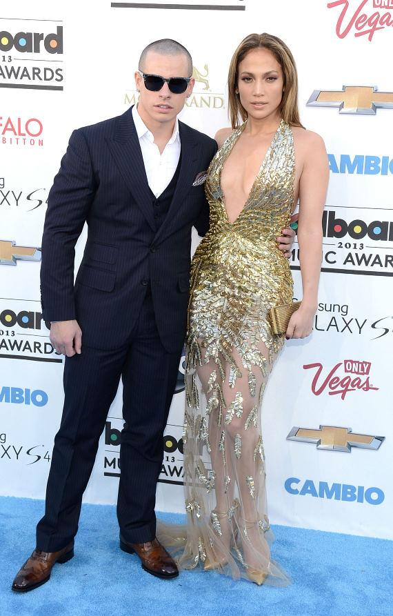 Jennifer Lopez (R) and Casper Smart