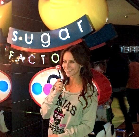 Jennifer Love Hewitt Shops for Sweets at Sugar Factory at The Mirage