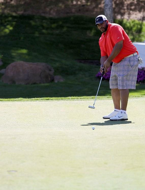 Jerome Bettis golfs at Shadow Creek for MJCI