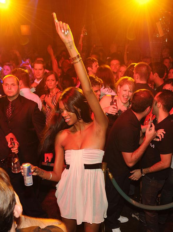 Jessica White dances at LAVO