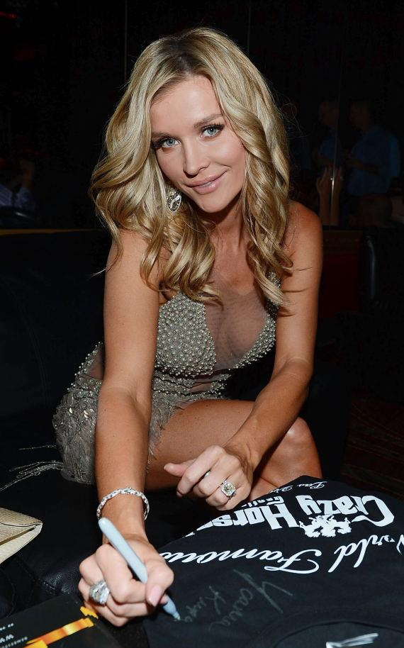 Joanna Krupa signing autographs at Crazy Horse III