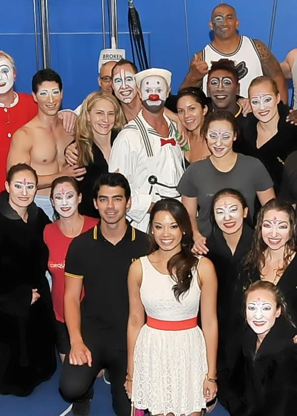 "Joe Jonas Takes a Break from Miss USA Pageant to Visit ""O"" by Cirque du Soleil"