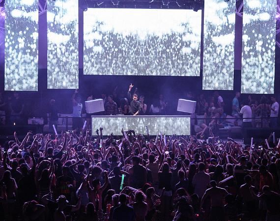 Zedd Performs at Daylight Beach Club at Mandalay Bay